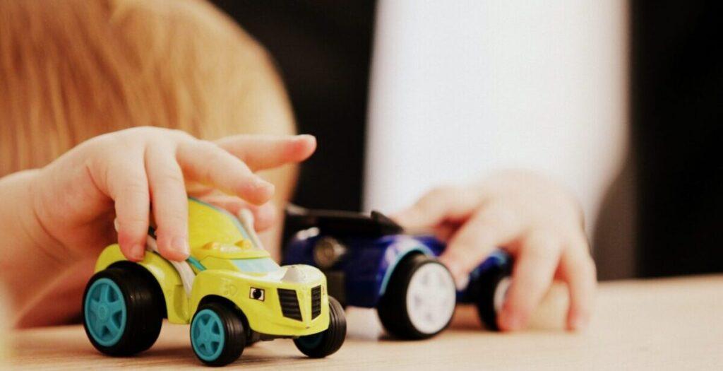 OT hands play cars